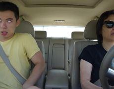 #VIRAL - Divertida interpretación de un chico mientras su madre maneja