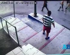 #CCTV - Aficionados de Monterrey golpean a seguidor de Tigres