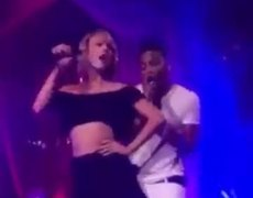 Nelly and Taylor Swift singing