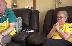Abuelos de Kyle Chalmer lloran de emoción al verlo ganar el oro en Rio