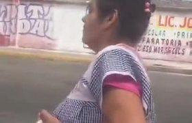 Exhiben a #LadyRobaTianguis en Villas de Ecatepec.