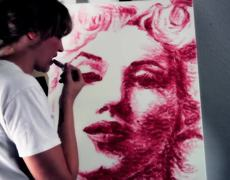 Natalie Irish the young woman that painting with her lips