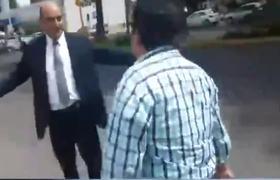 #LordDiscapacitado: Funcionario golpea a ciudadano por reclamarle al estacionarse en lugar para discapacitados