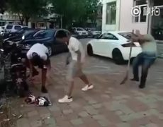 #InstantKarma - He wanted to make a prank to a friend and ends beaten