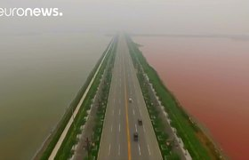 Raw - Ancient salt lake in China turns blood red