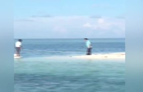 Senador Emilio Gamboa y Funcionario Aterrizando en Area Prohibida de Yucatán