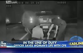 Policia Salva la vida de una Mujer con RCP