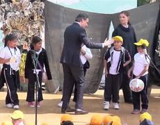 """Niña de primaria humilla en publico y corrige a Aurelio Nuño """"No se dice ler, Se dice leer"""""""