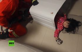 #VIDEO - Chinese girl trapped in a washing machine