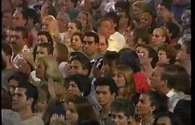 Luis Miguel BESA a Thalia en Acapulco 1993