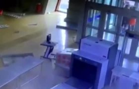 EARTHQUAKE CAUSES PANIC AT CHINESE TRAIN STATION