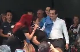Senadores del PAN bailando reggaeton con trabajadoras de limpieza