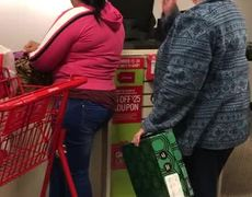 #VIDEO - Woman is recorded insulting two latin women inside store