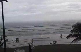 Rayo cae sobre una turista en la playa de Brasil