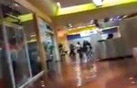 #VIDEO - Balazos en Plaza Aragón durante saqueos (Ecatepec)
