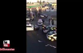 #VIDEO - Policías aprovechan saqueos y se unen a la rapiña
