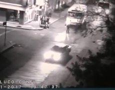 #CCTV - Llegan en camiones para saqueo a tienda de CDMX