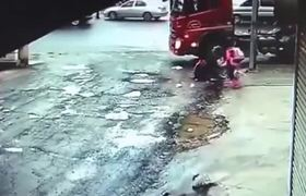 Girls survived after being hit by a truck in China