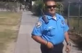 US security guard insults Mexican ice cream seller