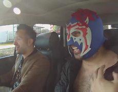 Chumel Torres y el Escorpión Dorado al Volante