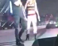 Criss Angel y BELINDA cantando sapito