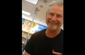 #VIRAL - Walmart customer demands to be served by