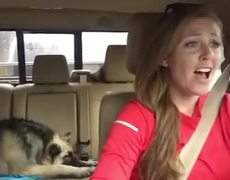 #VIRAL - Dog sings with owner