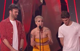iHeartRadio Music Awards 2017: The Chainsmokers + Halsey Acceptance Speech