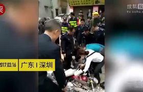 Motociclista pasa por obra de demolición y...mira lo que sucede