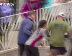 #VIRAL - Runner carried across the finish line at Philadelphia half marathon