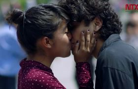 """Invitan a presumir """"besos públicos"""" para combatir la violencia"""
