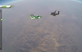 First jump without a parachute from an airplane