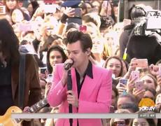 Harry Styles performs 'Carolina' (LIVE TODAY)