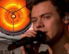 LIVE BBC - Harry Styles performs 'Sweet Creature'