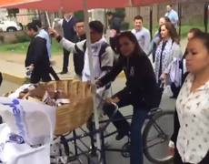 Josefina Vázquez Mota reparte pan para ganar votos en Cuautitlán
