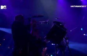 Natalia Lafourcade & Café Tacvba - Tú sí sabes quererme / Futuro [MTV MIAW 2017]