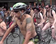 Cyclists protest naked in the CDMX (part 2)