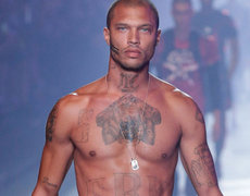 Jeremy Meeks, the 'most handsome thief in the world' paraded in Milan