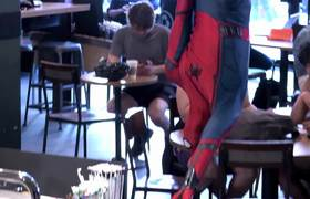 #VIRAL: Spiderman surprises everyone in a coffee shop in NY