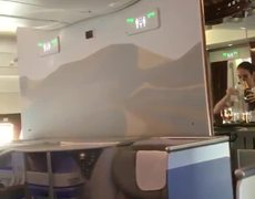 #VIDEO: A stewardess is surprised by filling a bottle of champagne
