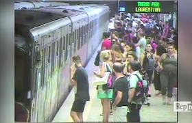 #VIDEO: Woman is dragged by subway platform in Rome