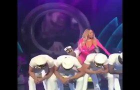 Terribles movimientos de baile en video - Videos - Metatube