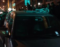 Woman hits her husband and destroys the suv for alleged infidelity in Chile
