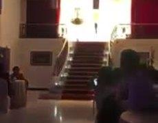 quinceañera se cae por las escaleras en su fiesta de 15