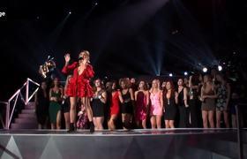2017 VMAs - Julia Michaels Performs 'Issues'