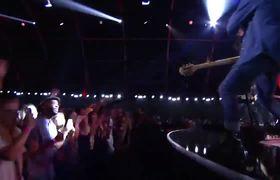 2017 VMAs - Bleachers Perform 'Don't Take the Money'