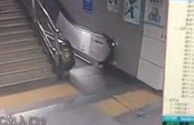 #CCTV: Woman Falls into an Escalator Well in Shenzhen