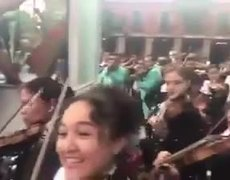 #VIDEO: Mariachis change melodies for donations for earthquake relief in Mexico