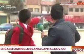 niño deja a reportero durante entrevista por ir a la escuela