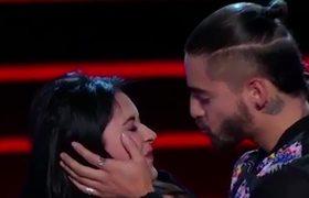 Maluma Besa en la boca a participante de La Voz México